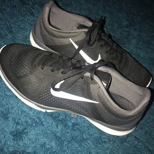 Women's Nike Shoe-Black
